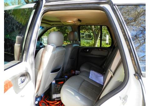A White 2007 GMC 4.2L Envoy SUV