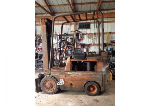 Clark 5000 Forklift